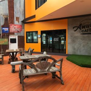 【Amulet Cafe】パタヤイルカショー近くのオレンジ色カフェ