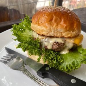 【Ampol Cottage】食事メニュー豊富なバンセンのバーガーレストラン