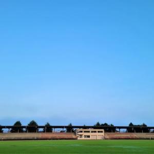 朝の陸上競技場