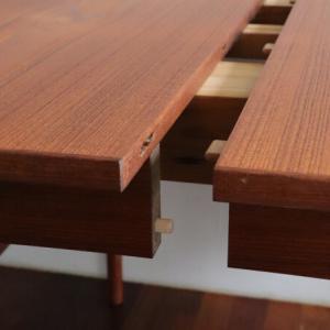 サイズも価格も、対応力も魅力的なヴィンテージテーブル。