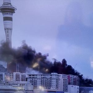 NZ|オークランド中心部で大火災発生!!