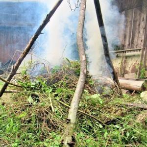 垣根の曲がり角じゃないけど、焚き火だ 焚き火だ