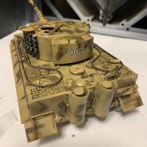 タイガー戦車 ウェザリングペイントのブラウンで錆塗装