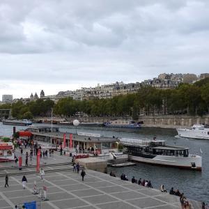 一時間の思い出 セーヌ川のシャンパン・クルーズ*パリ