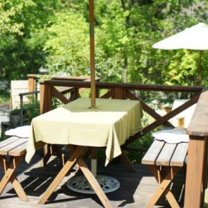 滋賀県大津市にある開放的なカフェ「森のACHA」