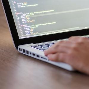 プログラミングスクールを選ぶ5つのポイントとおすすめスクール5選