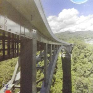 名勝天龍峡を、いよいよ三遠南信道が渡ります。