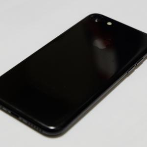 発売から3年、iPhone7ジェットブラックを入手したのでフォトレビュー。SEとも比較。【メルカリで中古が1万5千円】