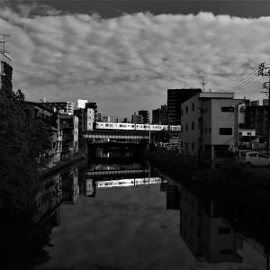 雲と川と、電車と。