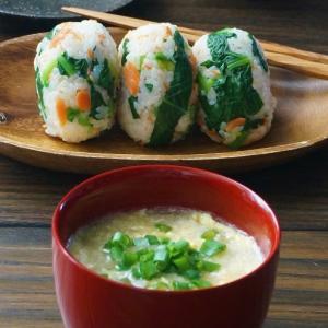 小松菜おにぎりと白菜の古漬けスープ