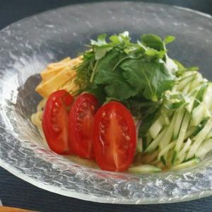 いつもの冷やし中華に香味野菜をプラスして