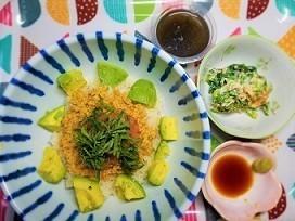 むくみをとる食材を使って、マグロのたたき&ひきわり納豆&アボカド丼の作り方。