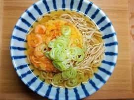 初心者でもできる一人分手打ち蕎麦の作り方。温かい天ぷら蕎麦。