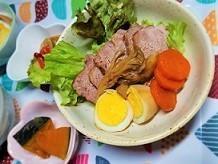 野菜のだしで煮る、焼き豚の作り方。