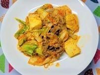 塩麴でお肉柔らか。野菜たっぷり具沢山豚キムチの作り方。