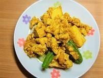 【温活】生姜とにんにくたっぷり厚揚げと鶏ひき肉のカレー炒めの作り方。