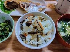 わらびの炊き込みご飯の作り方。