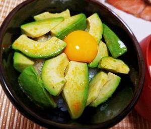 美容にいい!アボカドの栄養と効能。料理のおにいさん、リュウジさんのアボカドの漬け丼で筋肉定食。
