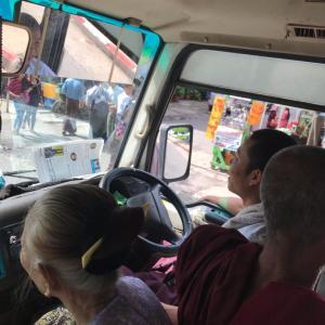 ふヤンゴンバス YBS