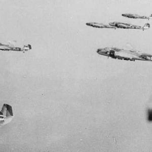 1943年7月、一式陸攻22型の生産を開始したけど、相変わらず防弾装備は二の次に!の巻