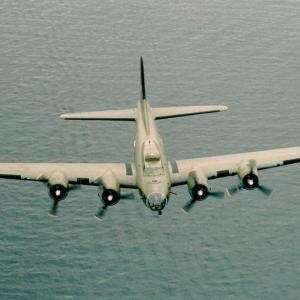 """戦時中、B17""""空飛ぶ要塞""""が皇土の空を飛んだんやて!?の巻"""