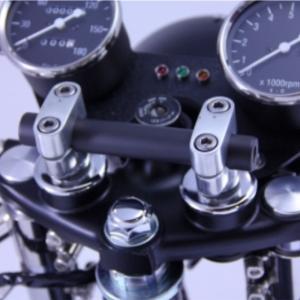 SR400 セパハン カフェレーサー仕様でスマホホルダーの取付方法を考える