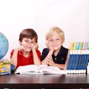 子供の小学校入学に合わせて勉強机を購入 -ニトリ メルシー シリーズ 組み合わせ可能なデスクー