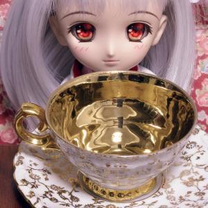 金のデミタスカップが届く。