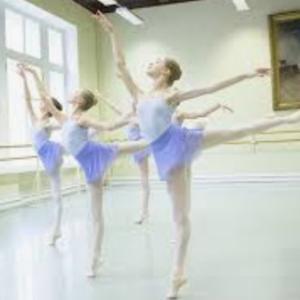 バレエシューズで踊る時/トウシューズで踊る時