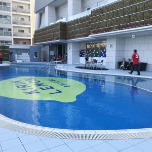 アパホテル 横浜ベイタワーのベイサイドプールが営業開始!みなとみらいのホテルにある小ぶりな屋外プール