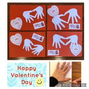 【ぶんぶんばち】手形ハートでバレンタインカード作り