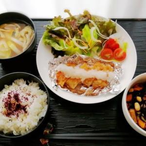 チキンおろし竜田&お豆とひじき煮と励んでます