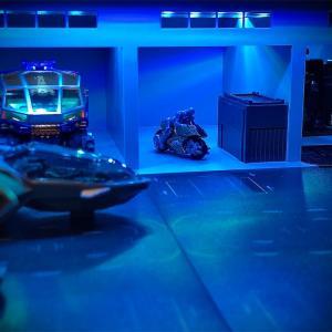 ダイアクロン基地遊び!1/64ジオラマを使ってガレージを作成してみた。【Outland models】