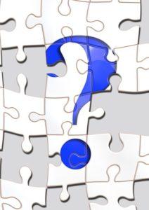 【体の部分の英単語】10問クイズ: 「人差し指/えくぼ/あご/ほくろ/ふくらはぎ」の英語は?