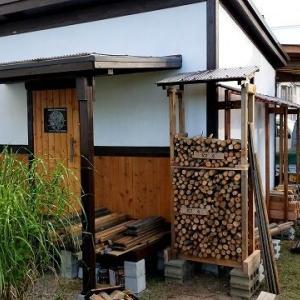 小屋づくり⑰ 薪棚