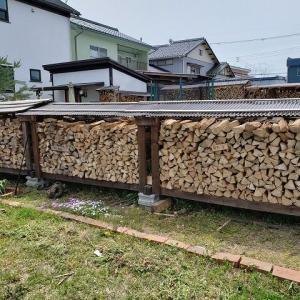 腹いっぱいの薪棚