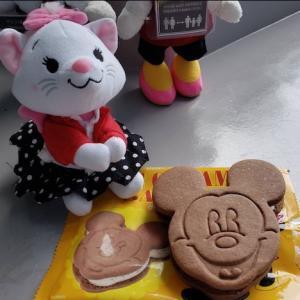ミッキークッキーサンドアイスで残暑を乗り切ってパークを楽しもう!