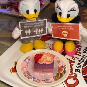 アリスのスーベニアプレートが可愛い【ストロベリークリームケーキ】