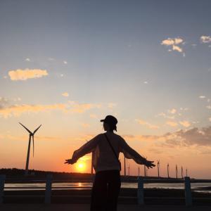 台中のウユニ湖「高美湿地」の美しい夕日を見に行く!