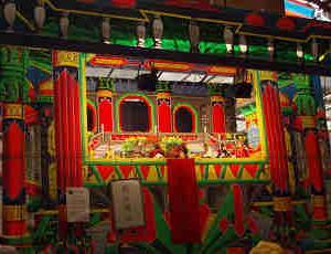 台湾のローカル色あふれる昔ながらの移動人形劇