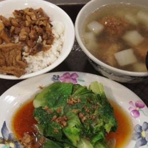 台北101のフードコートでお手軽ご飯「魯肉飯定食」