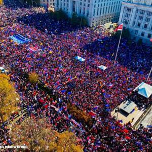 ワシントンDC前にて不正選挙に抗議デモ