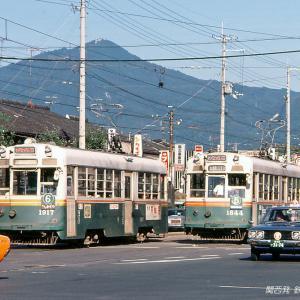 秋晴れの比叡山と京都市電