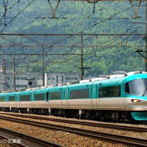 東海道本線を行く9連の「オーシャンアロー」