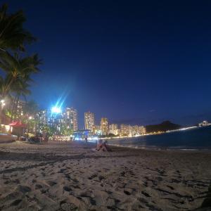🇺🇸アメリカ【ハワイ】バックパッカーか、ワイキキビーチで夜景って何だよ(´∀`*)