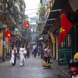 一度は着てみたい!厳選、旧正月用アオザイ① in Vietnam