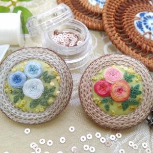 グラデーションの刺繡糸で描くコースター ブローチ