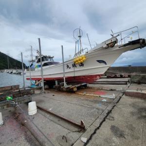 爆風の中、定期マリンドッグ中 鹿児島 海晴丸