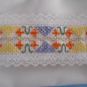 干し柿とポーチの刺繍