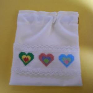 ♡ハートの刺繍のポーチ
